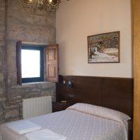 Habitación pared de piedra